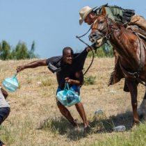 Las imágenes de agentes fronterizos a caballo persiguiendo a migrantes en Estados Unidos que generaron polémica
