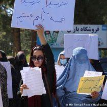 Afganas protestan para pedir a los talibanes sus derechos robados
