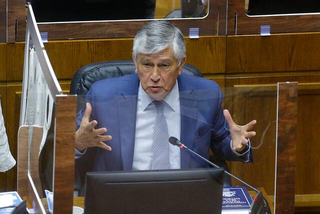 Senador Sandoval (UDI) pide extender IFE Universal hasta diciembre y evalúa postura ante el cuarto retiro