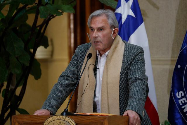 Agreden con agua servida y un objeto contundente a senador Iván Moreira en Hualaihué: ministro Delgado condena ataque