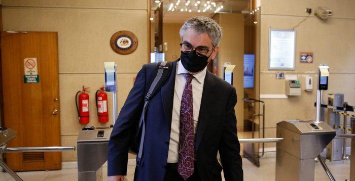 """Banco Central abre debate en la izquierda por alza de tasas: Boric defiende su actuación como un organismo """"serio y responsable"""" tras dura crítica de exasesor de Jadue"""