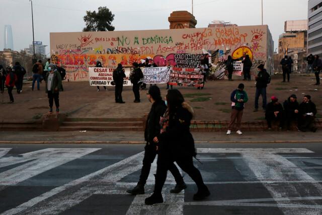 Siguen los viernes de manifestaciones en Plaza Italia: asistentes solicitan liberar a presos del estallido