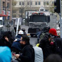 Se registra enfrentamiento entre Carabineros y manifestantes en marcha frente a La Monedapor el 11 de septiembre