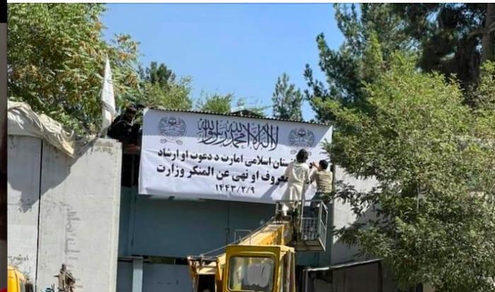 Talibanes disuelven el Ministerio de la Mujer y crean la cartera de Prevención del Vicio