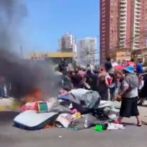Iquique: queman pertenencias de familias que se alojaban en campamento de migrantes