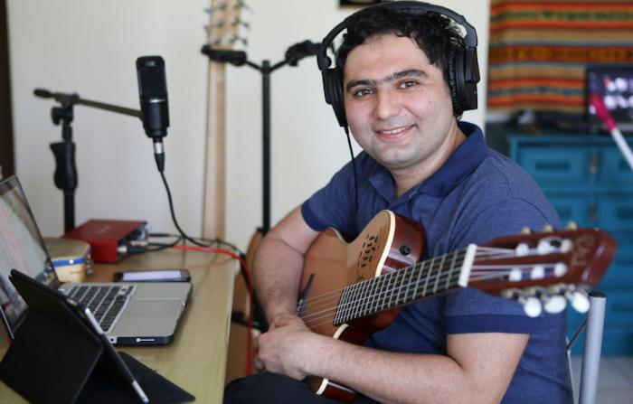 Profesor que empodera a estudiantes ciegos a través de la música está entre los 50 mejores del mundo