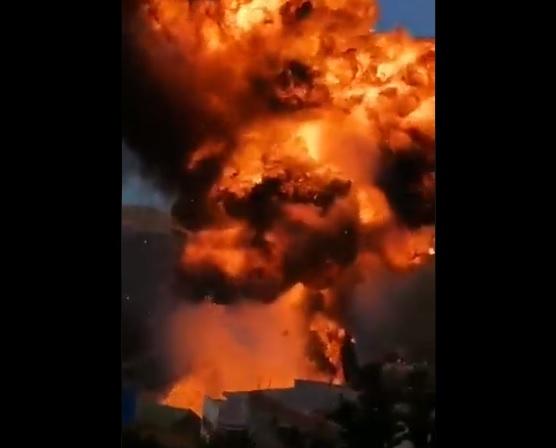 Impactantes imágenes: un incendio seguido de explosiones en Bolivia dejó 14 personas heridas