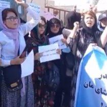 Talibanes dan latigazos a mujeres que se manifiestan en las calles de Afganistán reclamando por sus derechos a la educación, trabajo y libertad