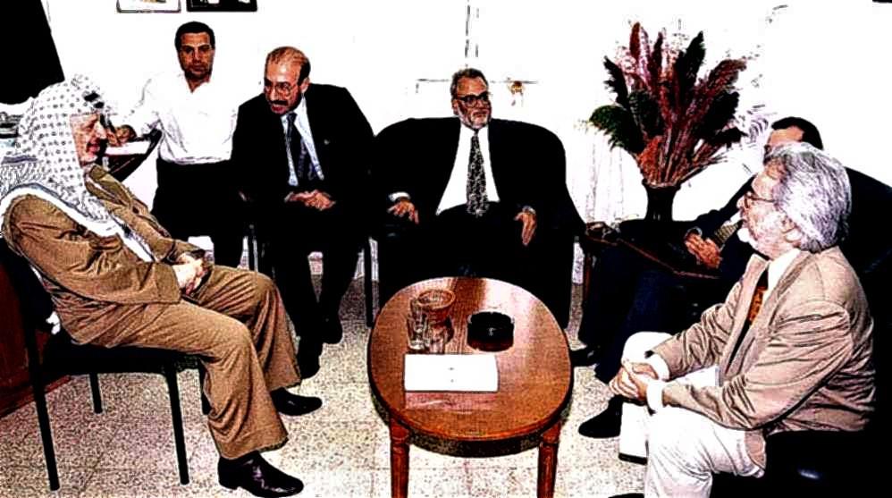 José Rodríguez Elizondo negociando con of. Ramallah con Yasir Arafat y Saeb Erekat