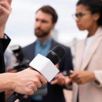 Lanzan guía práctica que brinda herramientas para evitar estereotipos y fomentar el equilibrio de género en los medios de comunicación