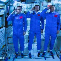 Astronautas de la Shenzhou-12 regresan a casa después de misión espacial más larga de China
