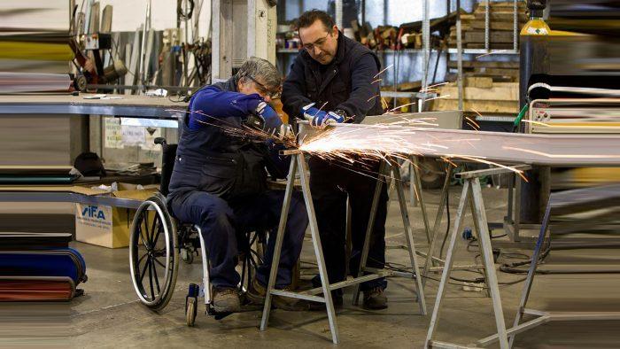 Expertos en inclusión laboral: Exigen mayor fiscalización a la ley para que empresas  contraten a personas en situación de discapacidad