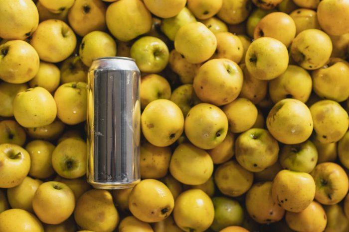 Nueva cerveza de manzana rescata el fruto ancestral de Los Ríos