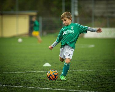 Cómo motivar y lograr que los niños hagan deportes que beneficien su salud