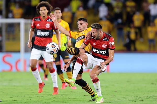 Flamengo de Mauricio Isla es finalista de la Copa Libertadores luego de vencer al Barcelona de Ecuador