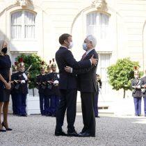 Piñera es recibido en el Elíseo en París y Macron elogia el proceso constituyente