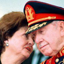 Municipalidad de Valdivia revoca títulos honoríficos de Augusto Pinochet y Lucía Hiriart: ya no son hijos ilustres de la comuna