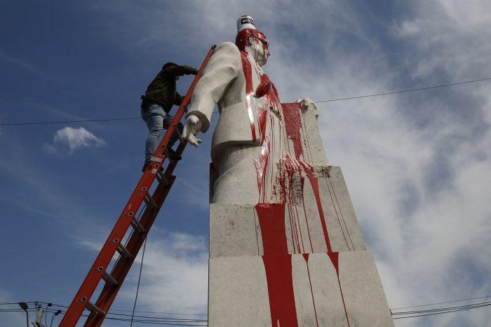 Municipalidad de San Joaquín acusa nueva vandalización contra monumento a Salvador Allende