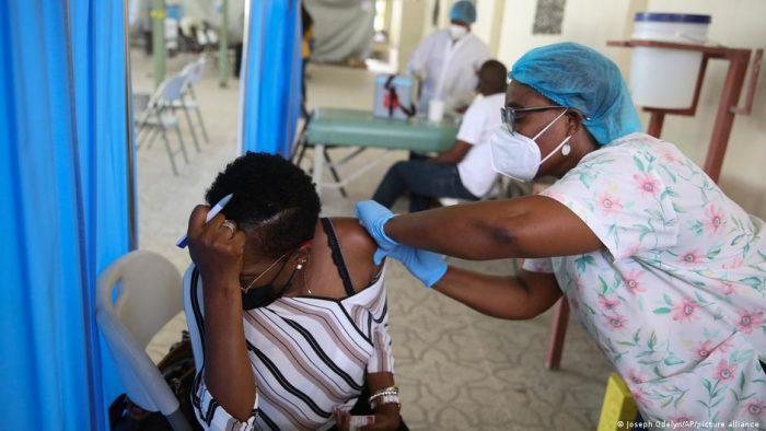 OPS: apenas 39% tienen vacunas completas en América latina