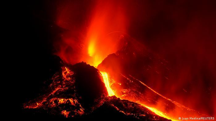 Sigue actividad sísmica en La Palma con lentas coladas de lava del Cumbre Vieja