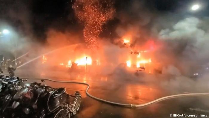 Aumenta cifra de muertos y heridos en un incendio en el sur de Taiwán