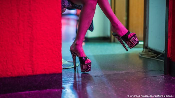 Piden ley integral contra la prostitución en España, el mayor consumidor de Europa