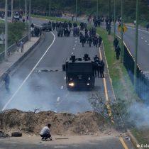 Ecuador vive segundo día de protestas con bloqueos de vías