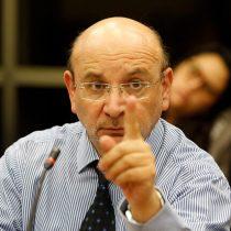 Diputado Castro (PS) insta a Arturo Zúñiga a renunciar a la CC y explicar el no cobro de arriendo de ventiladores mecánicos a clínicas privadas