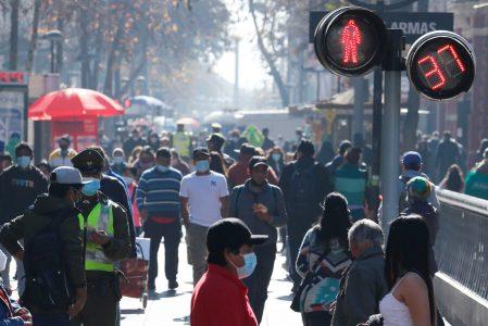 Chile supera los 2 mil contagios diarios por Covid-19 y hay preocupación por la RM que podría quintuplicar sus casos
