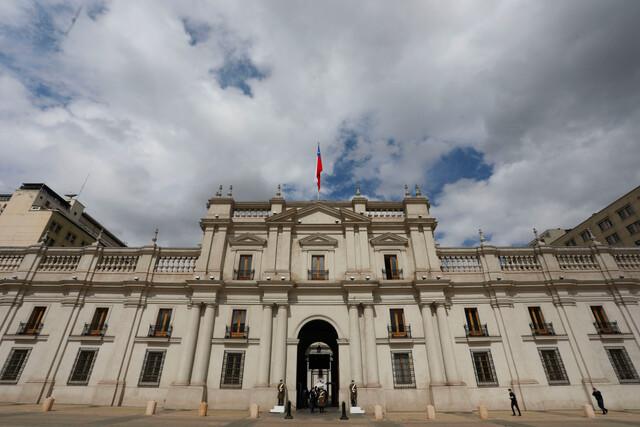 Movimiento en La Moneda tras dimisión de Guevara: designan a Eugenio Aguiló como nuevo subsecretario de la Segegob