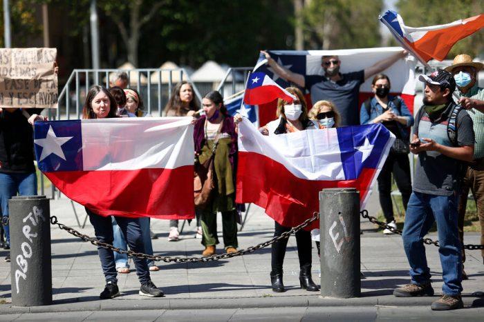 Marchas por crisis migrante se realizaron en Iquique, Antofagasta y Santiago