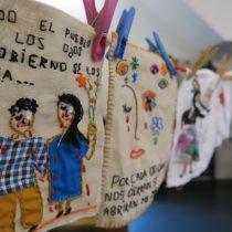 Mil Agujas por la Dignidad: el proyecto de Arte Textil y DD.HH. que nació en Barcelona inspirado en el estallido social