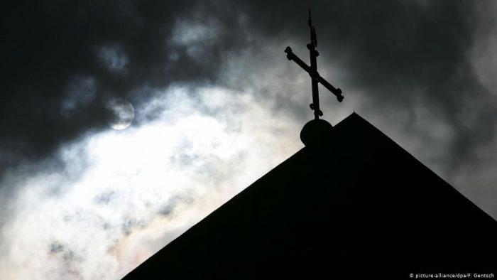 Informe confirma más de 216.000 menores víctimas de abusos sexuales en la Iglesia católica francesa