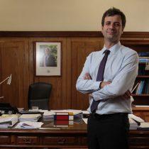 Los conflictos de intereses y la falta a la probidad en el Consejo de Auditoría Interna General de Gobierno que salpican al ministro Juan José Ossa