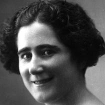 Clara Campoamor, la política que hace 90 años consiguió el voto femenino