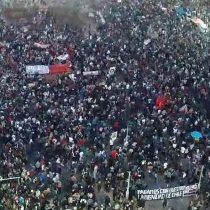 """A dos años del """"Chile despertó"""": masiva manifestación en el segundo aniversario del 18–O se toma la zona cero del estallido"""