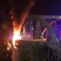 Un incendio destroza el Puente de Hierro, símbolo de la Roma industrial