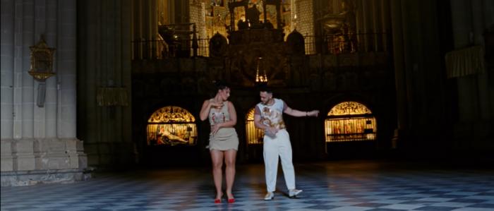 Polémico video de C. Tangana y N. Peluso en Catedral de Toledo: deán dimite y purificarán recinto