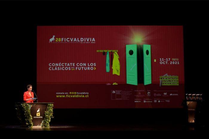 Con homenaje a técnicos del cine y a Patricio Manns se inaugura el 28° Festival Internacional de Cine de Valdivia