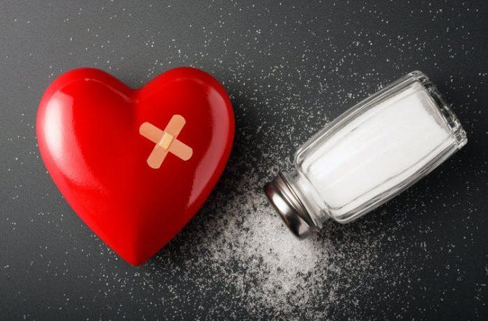 Reducir la sal de nuestra dieta a la mitad salvaría millones de vidas