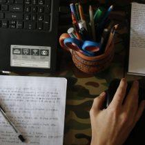 Día del Profesor: 56% de la comunidad escolar reconoce sentirse agobiado y con dificultades por las clases híbridas